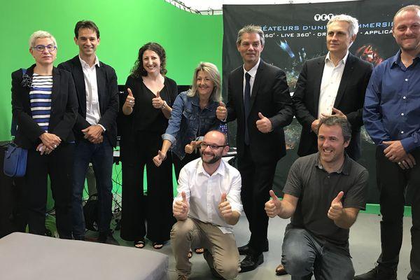 Les équipes de VRV PROD et Voxa direct ont reçu la visite ce mardi matin des élus, Caroline Boisset et Rodolphe Thomas, maire-adjoint et maire d'Hérouville-Saint-Clair et Joël Bruneau, maire de Caen.