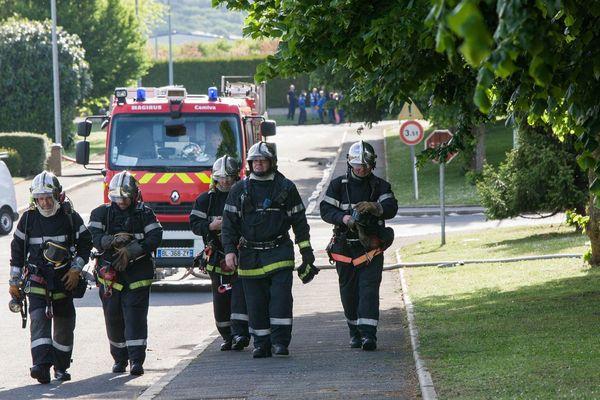 Plusieurs dizaines de pompiers issus de dix centres de secours sont intervenus