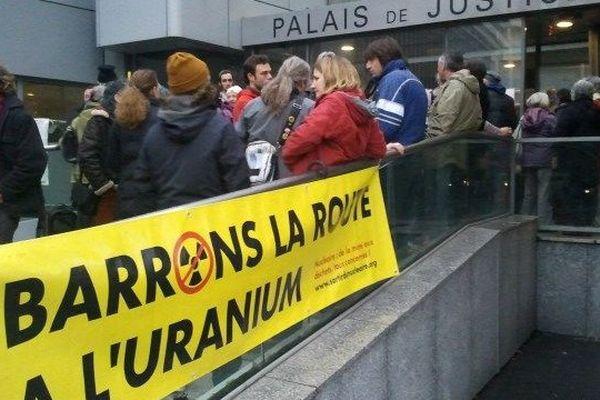 Le collectif stop à l'uranium soutient la militante convoquée au tribunal de Narbonne