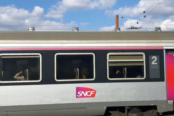 Un train reliant Paris à Clermont-Ferrand a accusé 5h40 de retard dans la nuit du lundi 18 au mardi 19 janvier.