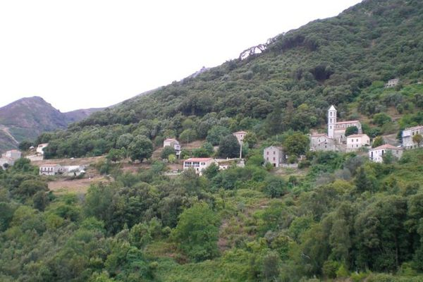 Le village de Loreto-di-Tallano en Corse du Sud.