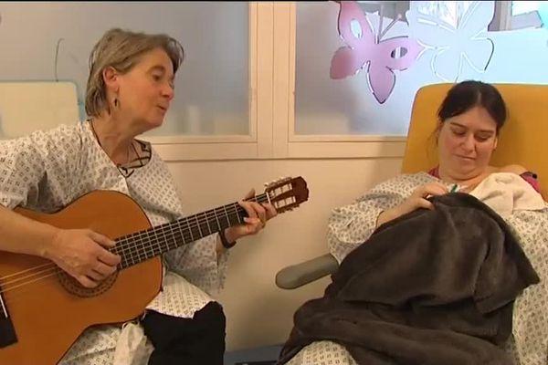Les vertus thérapeutiques des chansons d'Anne Millet à la maternité de Vesoul
