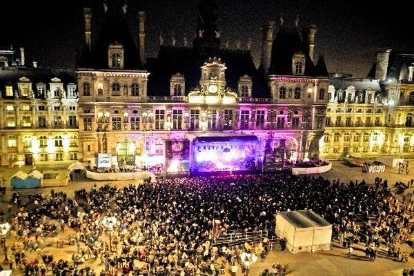 Le Fnac Live Festival rassemble les parisiens sur le parvis de l'Hôtel de Ville depuis déjà 6 ans.