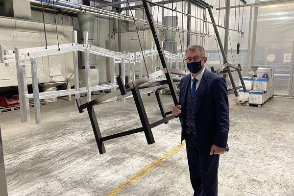 Le directeur de l'entreprise Larbaletier qui conçoit des produits à base d'aluminium dans l'Aube fait part de son inquiétude face à la pénurie de matières premières.