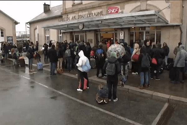 Plus de 500 voyageurs ont pris leur mal en patience en gare de la Souterraine