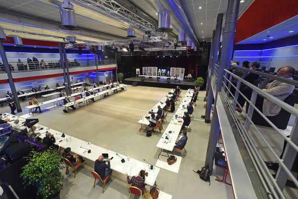 Les élus étaient réunis jeudi soir à l'Estérel Arena de Saint-Raphaël.