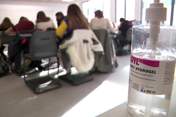Le gel...désormais un incontournable dans les établissements scolaires, comme ailleurs