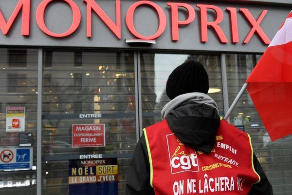 La CGT a obtenu la condamnation de Monoprix et l'interdiction du travail des employés après 21 heures.