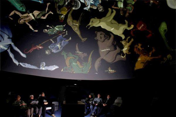 Le 29 novembre 2014, le planétarium Peiresc accueillait son premier public dans la coupole où sont projetées les constellations.