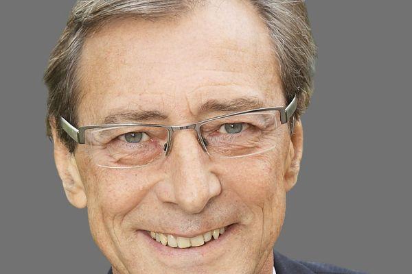 A 63 ans, le maire Les Républicains de Chatenay-Malabry doit prendre la tête du département des Hauts-de-Seine cet après-midi.