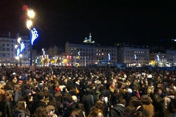 Plusieurs milliers de personnes sur le Vieux-Port