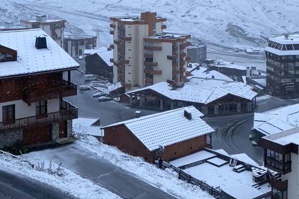 La station de Val-Thorens, la plus haute d'Europe, n'a pas manqué de communiquer sur l'arrivée des premiers flocons.