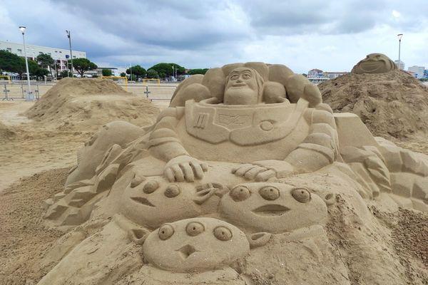 Plus de 50 mètres cube de sable ont été prélevés sur la plage de Royan pour construire ces sculptures.