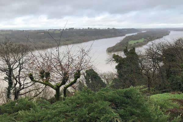 Ciel nuageux au-dessus de la Loire entre Oudon (44) et Orée d'Anjou (49)