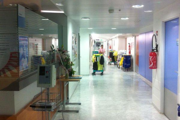 Le couloir de la maternité où le bébé a été enlevé.