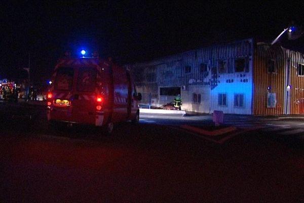 Le Soler (Pyrénées-Orientales) : le bâtiment a été entièrement détruit par les flammes - mardi 26 Novembre 2013