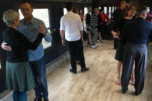 Des danseurs de tango en action