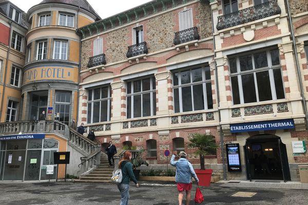 L'extérieur des thermes d'Evaux-Les-Bains