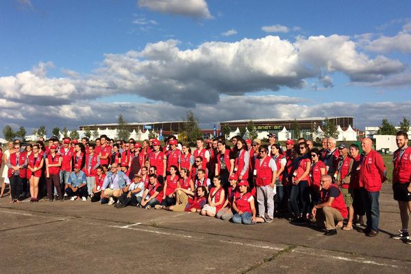 Les volontaires du Grand Est Mondial Air Ballons, ce sont 200 bénévoles dont 30 lycéens du Passeport aventure, tirés au sort pour participer de l'intérieur au plus important rassemblement mondial biennal de montgolfières (Ici en 2017).
