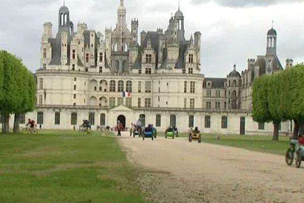 Petite pause au Château de Chambord, une des escales de la Loire à Vélo.