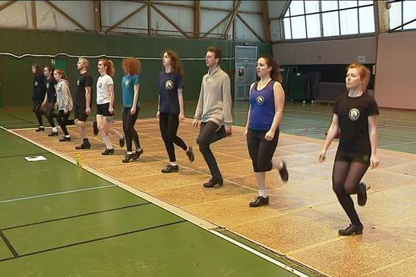 L'équipe élite de l'école de danse irlandaise de Saint-Martin-du-Manoir (Seine-Maritime) en pleine répétition.