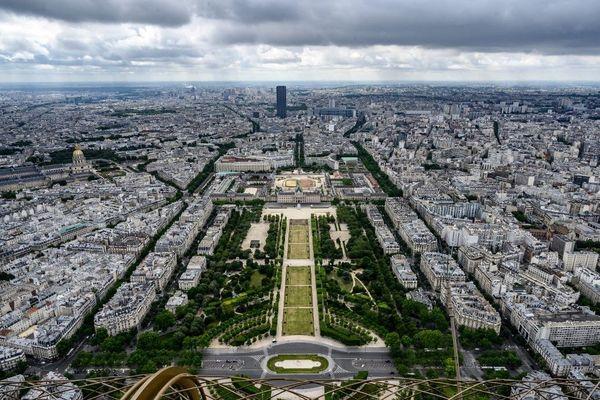 Le Champ-de-Mars, près de la tour Eiffel à Paris. (Photo d'illustration)