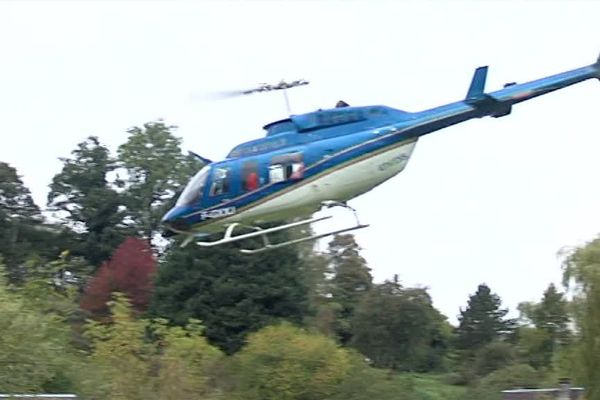 Chaque année, 5000 kilomètres de ligne électrique sont contrôlés par hélicoptère dans le Calvados, l'Orne et la Manche.