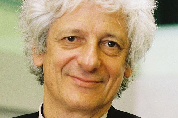 """""""C'est important de montrer dans un tel contexte, qu'on ne sait pas tout,"""" explique Laurent Chambaud, directeur de l'école des hautes études en santé publique de Rennes. Ce spécialiste en santé publique se méfie des personnes qui ont des certitudes sur l'évolution de la pandémie."""