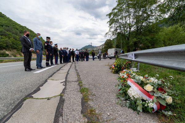 Ce jeudi 2 septembre, les sapeurs-pompiers monégasques et des Alpes-Maritimes ont rendu hommage aux deux pompiers décédés. Le président du département Charles-Ange Ginesy et le député LR Eric Ciotti étaient également présents.