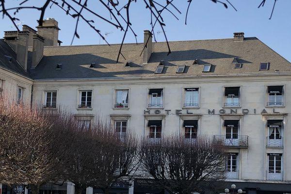 L'hôtel Le Mondial à Tours : son gérant prête des chambres aux soignants le temps du confinement lié au coronavirus.