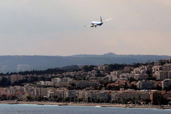 Approche d'un avion à Nice