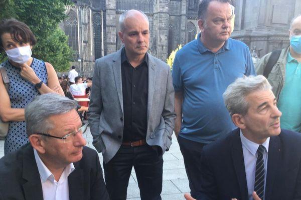 Mardi 2 juin, à Clermont-Ferrand, Eric Faidy (à gauche) et Jean-Pierre Brenas ont indiqué que leurs listes fusionnaient en vue du second tour des municipales.
