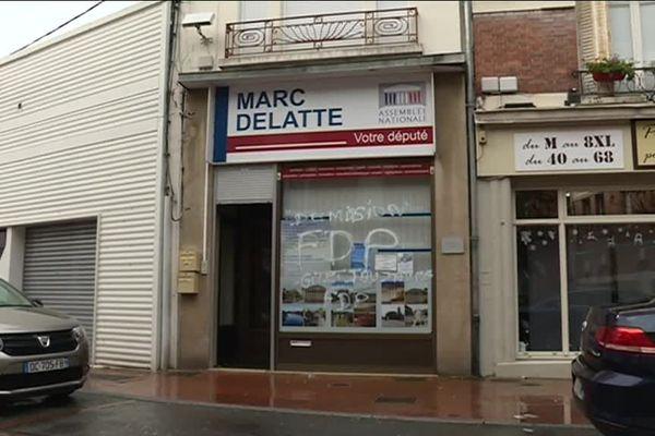 La permanence de Marc Delatte à Chauny a été recouverte de tags insultants, samedi 8 décembre.