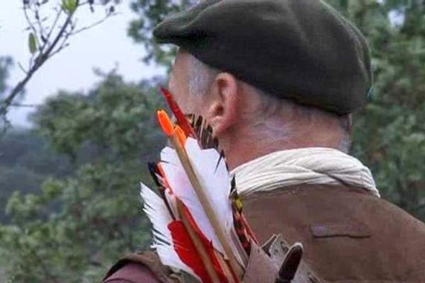 Le tir à l'arc est une manière de chasser sans risquer de blesser les promeneurs. Gard. Octobre 2015.