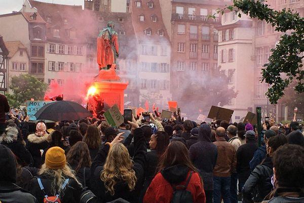 Une foule compacte place Kléber pour dénoncer le racisme.