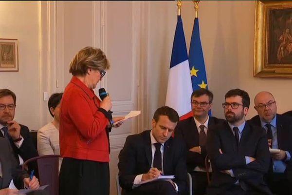 Marie-Claude Jarrot, présidente de l'association des maires de Saône-et-Loire, exprime les doléances des collectivités locales