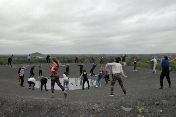 Ce sont 80 danseurs amateurs de la région qui ont pu participer au projet.