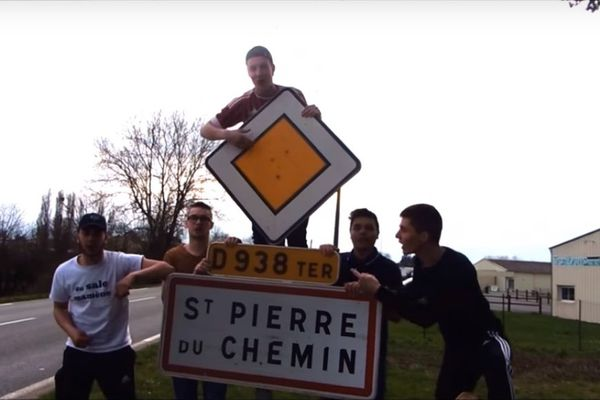 les jeunes du foyer de Saint-Pierre-du-Chemin (Vendée) aiment leur commune