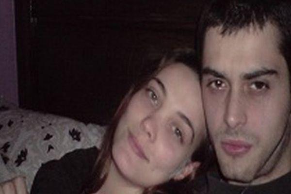 Anthony souffre d'une malformation du cervelet, qui l'empêche de vivre normalement depuis plusieurs années. Avec sa compagne Julia (à gauche sur la photo) il espère pouvoir réunir assez de fonds pour pouvoir être opéré en Espagne.