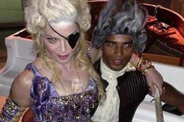 Madonna et son compagnon Brahim Zaibat, lors de la soirée anniversaire de la pop star, le 17 août à Villefranche-sur-Mer