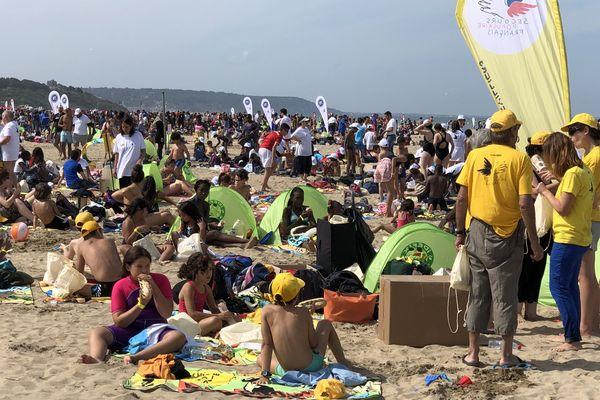 5.000 enfants venus de toute l'Île-de-France ont été invités par le Secours populaire à Deauville.