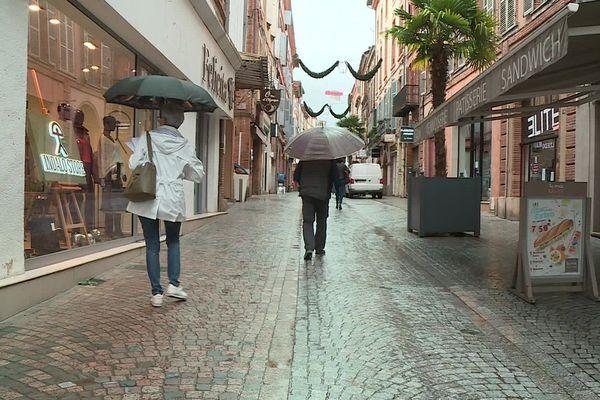 Rue commerçante de Montauban.