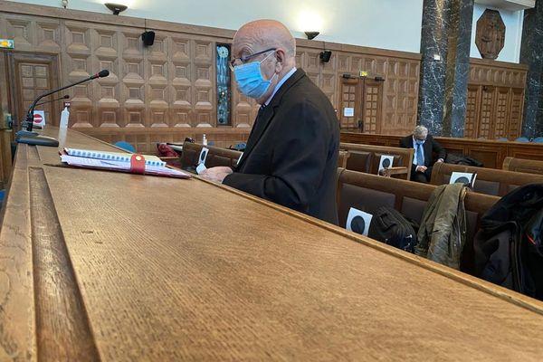 Jean-Pierre Maggi, 76 ans, ancien député (PS) des Bouches-du-Rhône, maire durant 43 ans (1977-2020) de Velaux, près d'Aix-en-Provence.