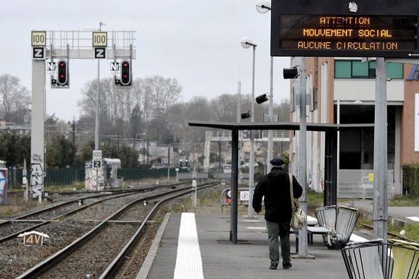 La circulations des trains express régionaux (TER) sera la plus fortement frappée, l'essentiel du trafic sera effectué par des autocars de substitution.