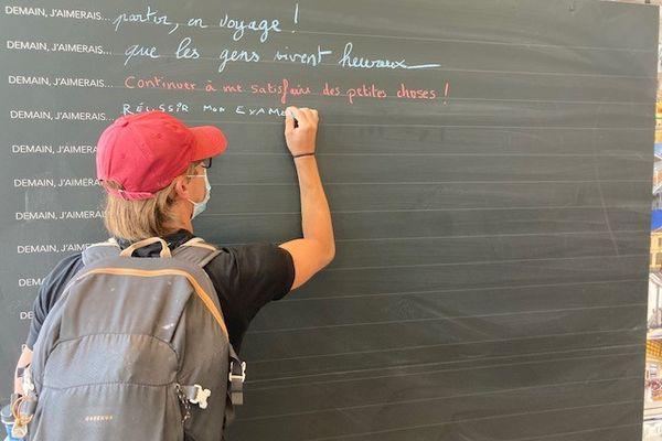 Le mur d'expression à la gare Toulouse-Matabiau.