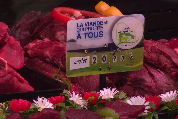 """Le label """"Viande des pays de l'Ain"""" a été récompensé par un trophée de l'Agriculture mercredi 16 septembre. Après 1 an d'existence, il permet de vendre plus cher une viande 100% locale, pour mieux rémunérer les éleveurs."""