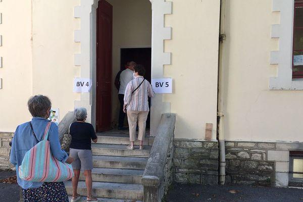 Un bureau de vote à Biarritz dimanche 28 janvier 2020
