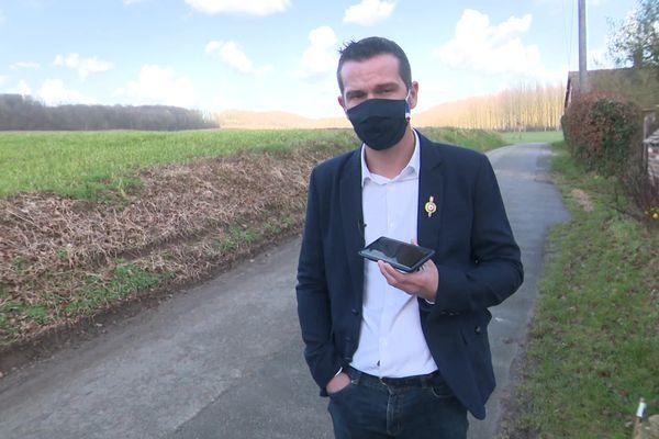 Hervé Glezgo, maire de Bazincourt-sur-Epte, quelques jours après les faits. Il a enregistré son agression avec son téléphone portable.