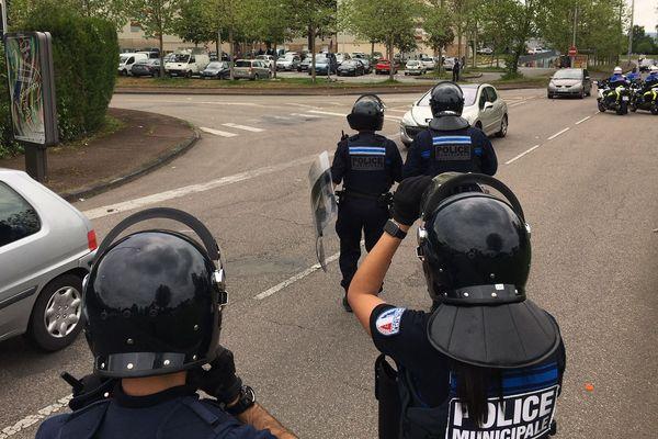 Les forces de l'ordre déployées dans le quartier de Beaubreuil à Limoges le 22 avril 2020.