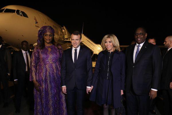 Le chef de l'état Français à son arrivée à Dakar avant la signature du plus gros contrat au monde en matière d'éclairage public solaire.